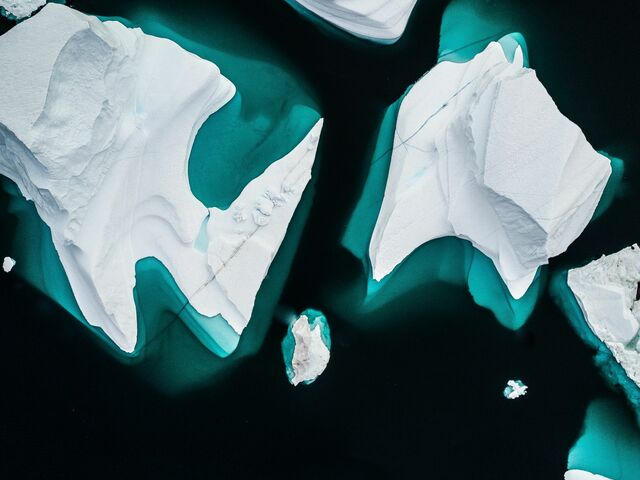 The picture shows ice floes from a bird's-eye view.